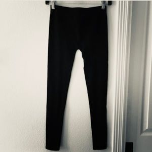 *SOLD ON Ⓜ️* Guess Jeans Ribbed Black Leggings M/L